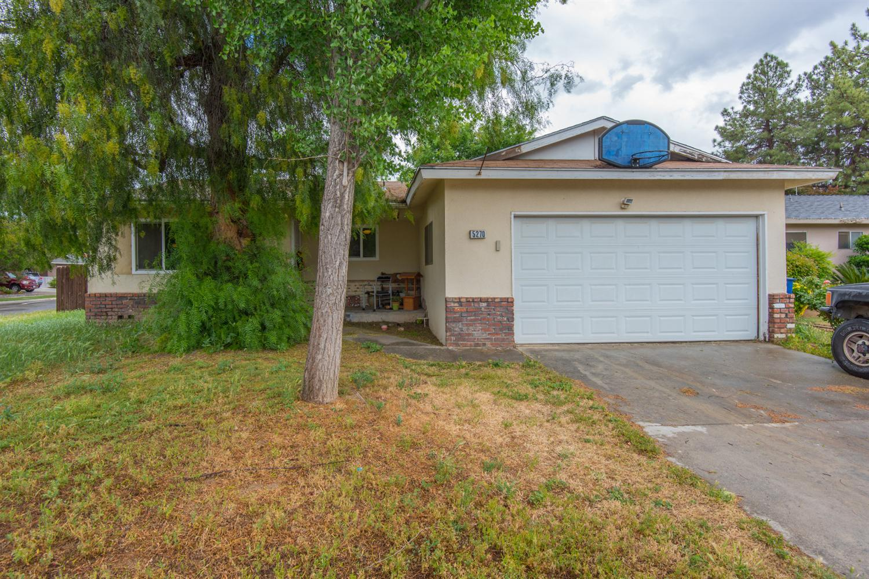 5270 N Feland Ave, Fresno, CA 93711