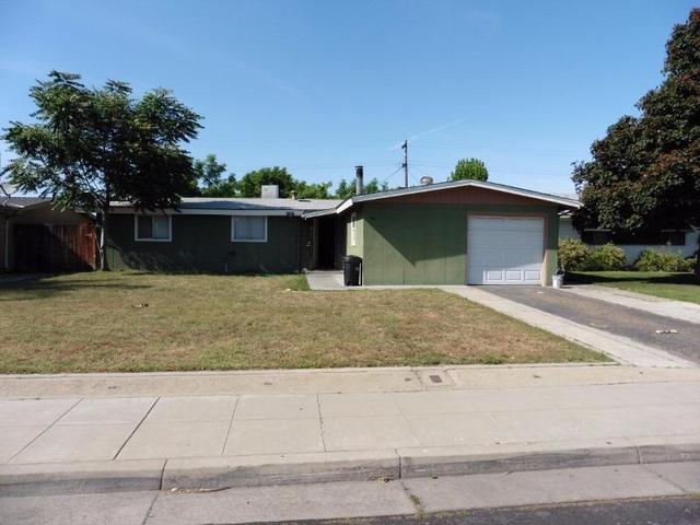 45 Rall Ave, Clovis, CA 93612