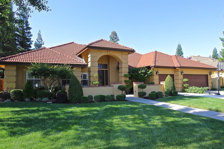1565 E Forest Oaks Dr, Fresno, CA