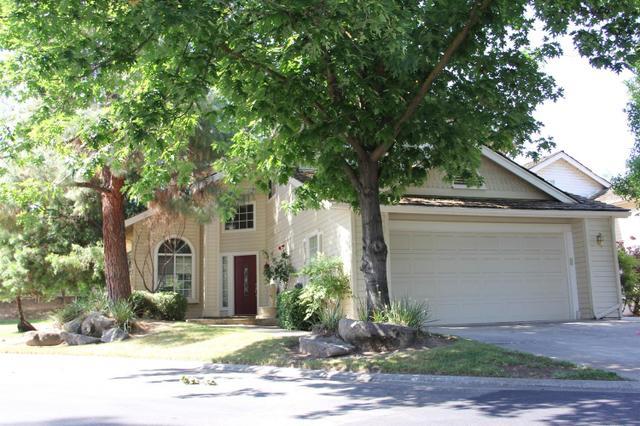 9106 N Woodlawn Dr, Fresno, CA 93720