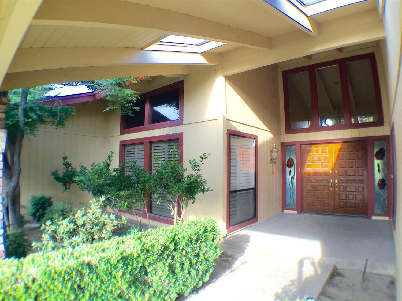 8730 N Eureka Ave, Fresno, CA 93720