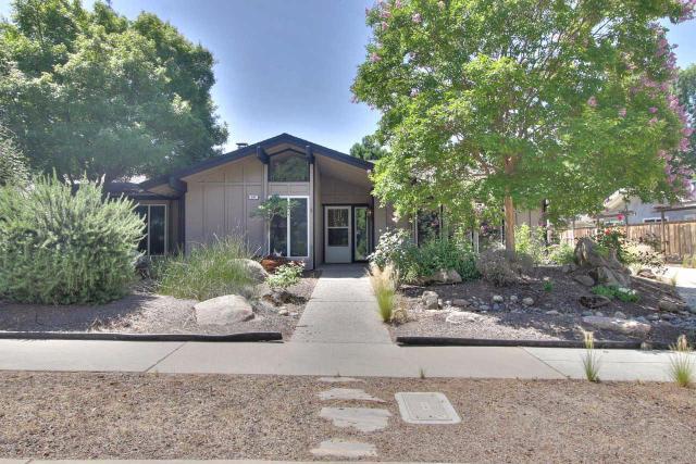387 E Everglade Ave, Fresno, CA