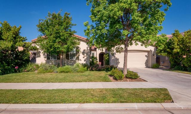 3236 Blackwood Ave, Clovis CA 93619