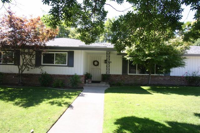 225 W Sample Ave, Fresno, CA