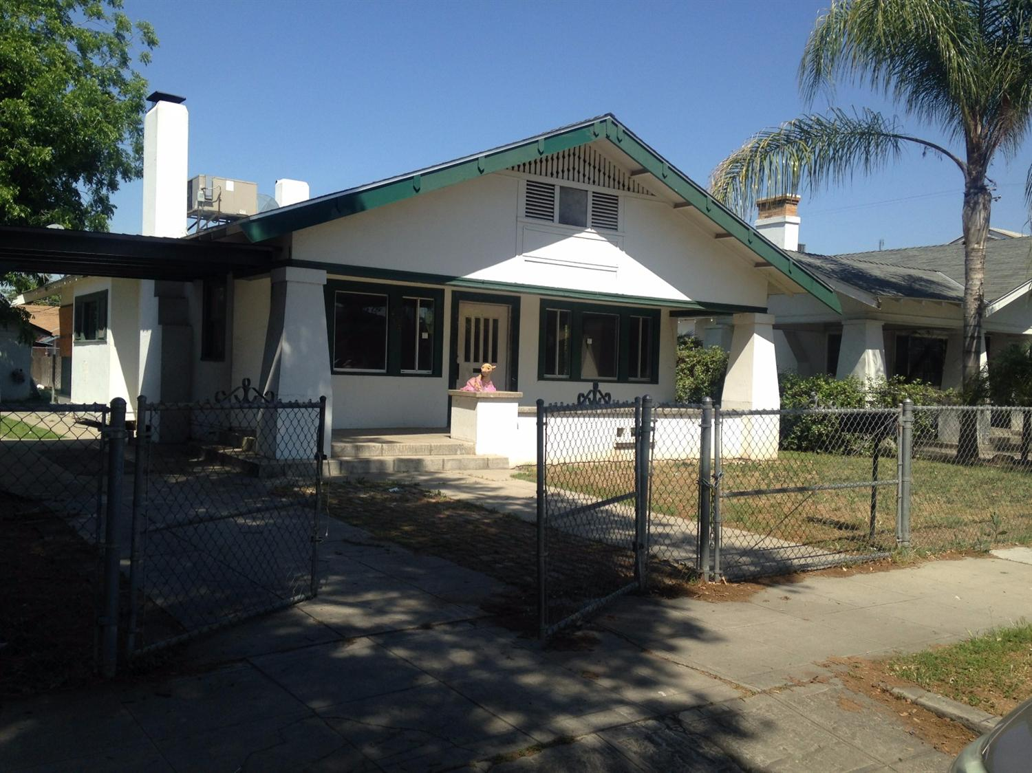 465 N Howard Avenue, Fresno, CA 93701