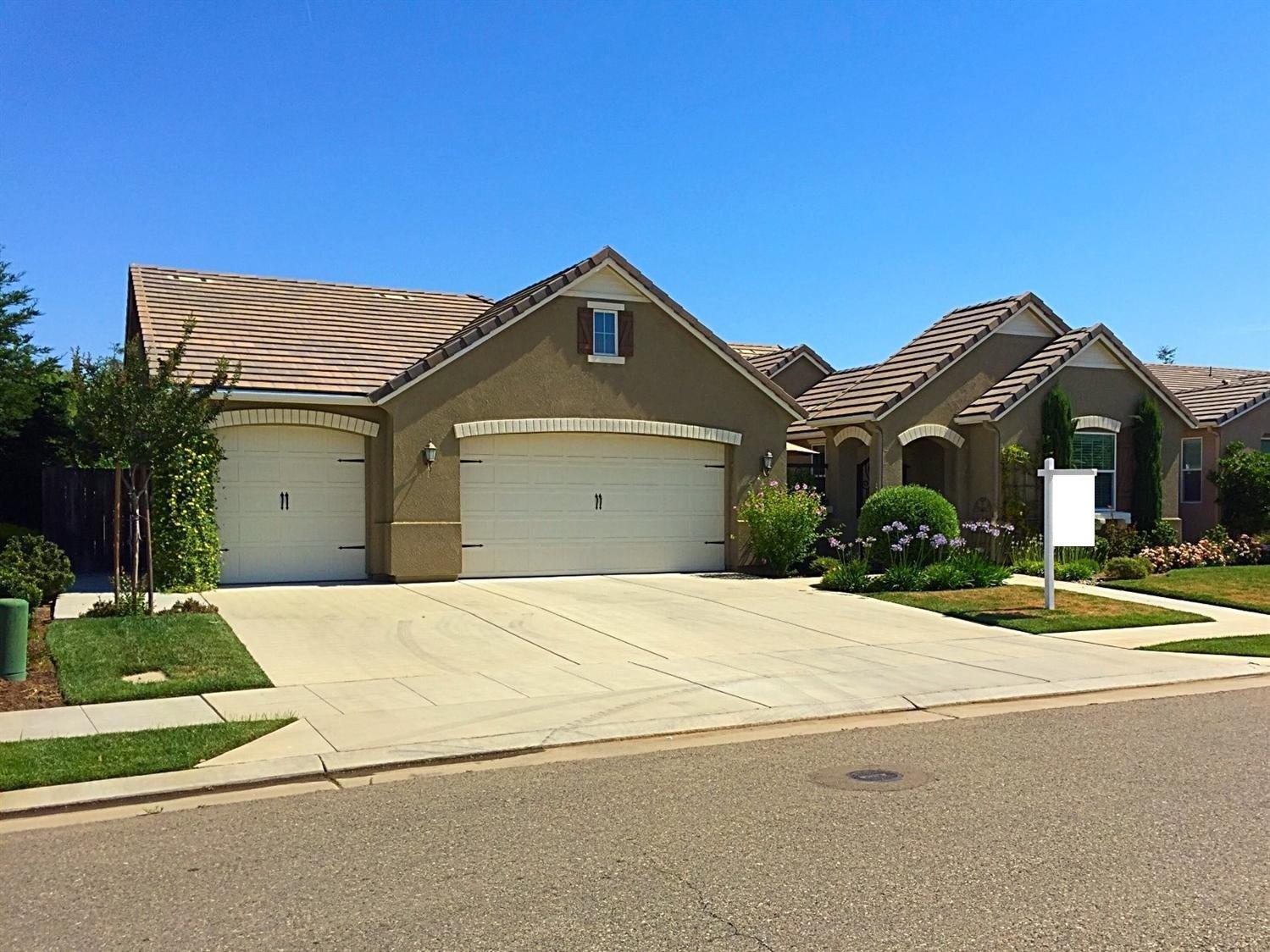 3905 Everglade Avenue, Clovis, CA 93619