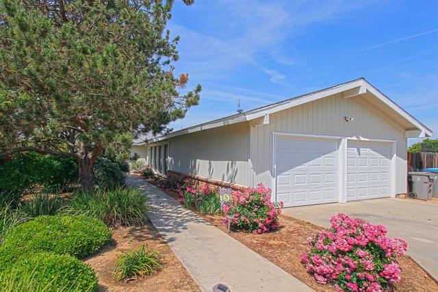 10852 N Purdue Ave, Clovis, CA 93619
