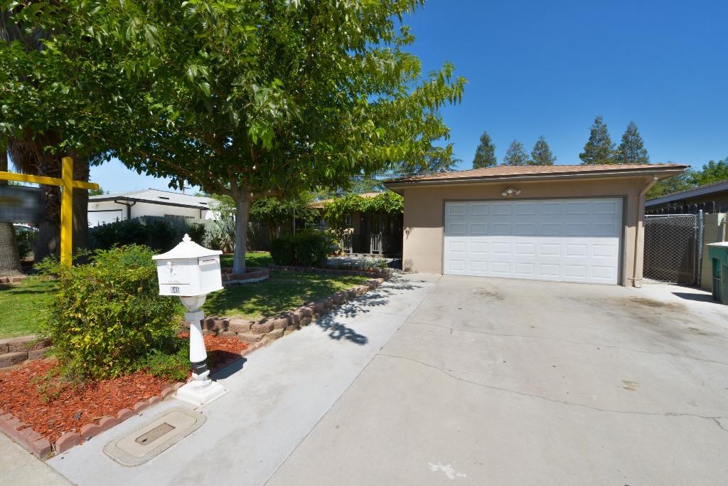 1645 Peach Avenue, Clovis, CA 93612