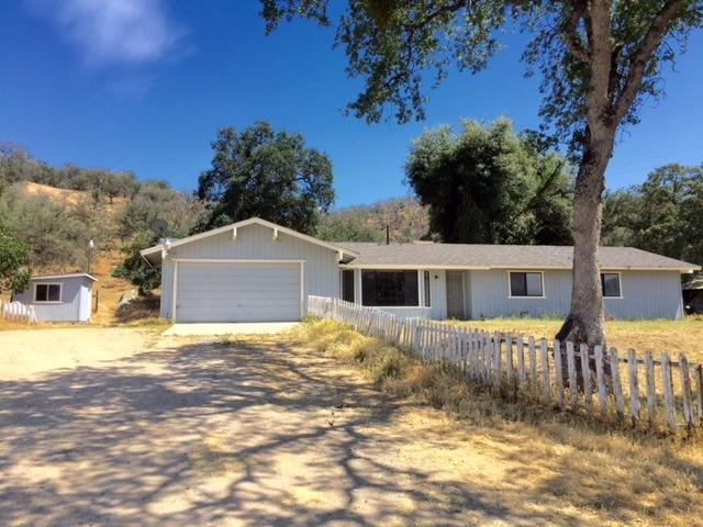 34819 Bronco Ln, Squaw Valley, CA 93675