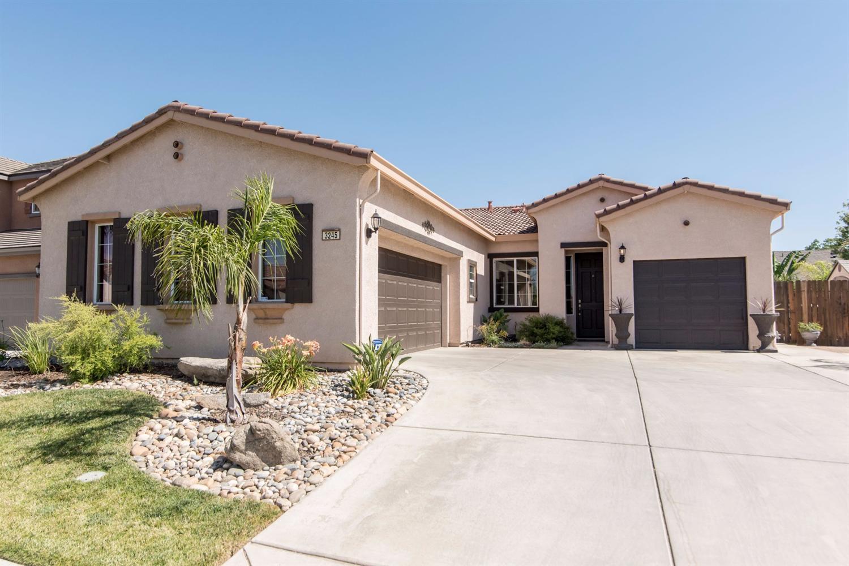 3245 W Stewart, Visalia, CA 93291