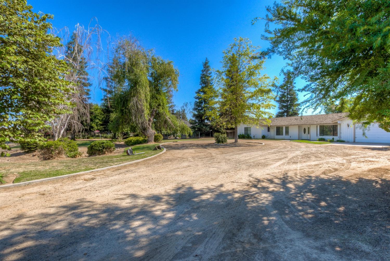1618 N Chateau Fresno Avenue, Fresno, CA 93723