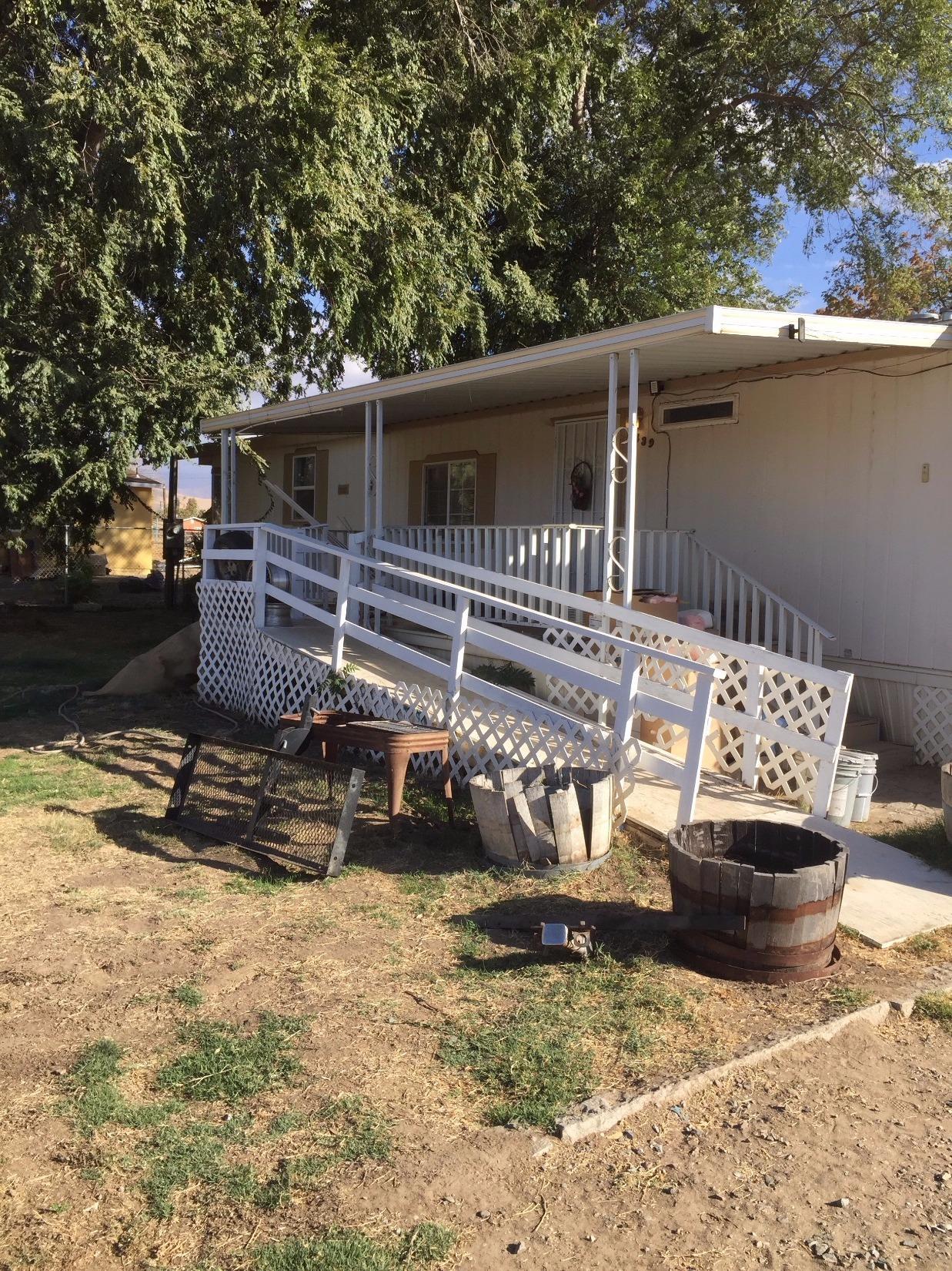 1439 E Roby Avenue, Porterville, CA 93257