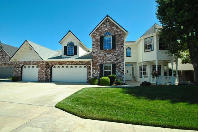 146 W Warwick Ave Clovis, CA 93619