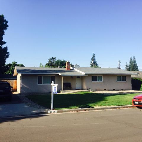 1317 E E Almendra Dr, Fresno, CA 93710