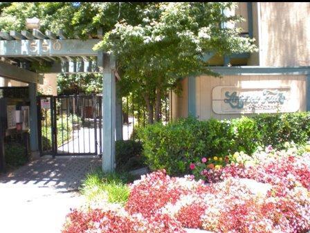 1550 W Ashlan Ave #223 Fresno, CA 93705