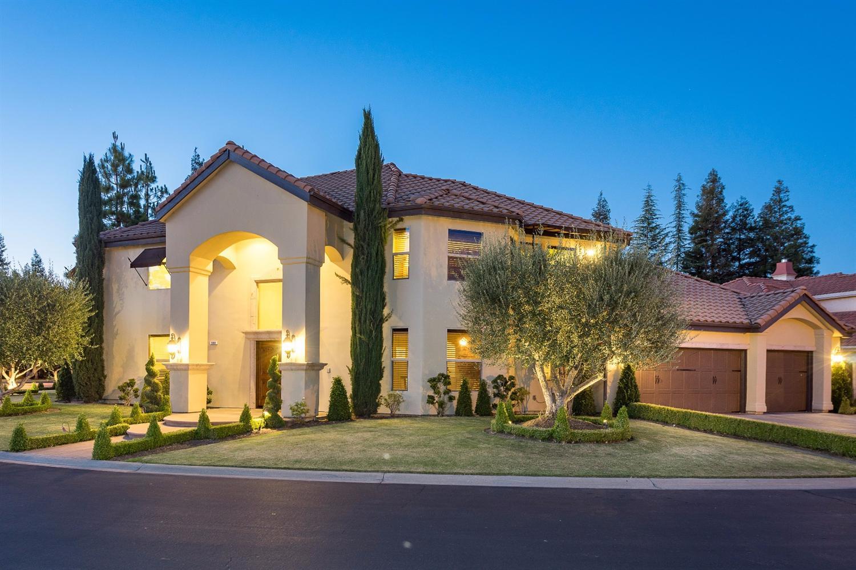580 E Chesapeake Circle, Fresno, CA 93730