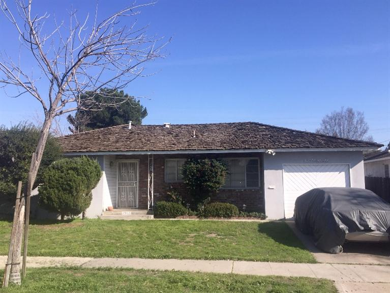 2922 N Wolters Avenue, Fresno, CA 93703