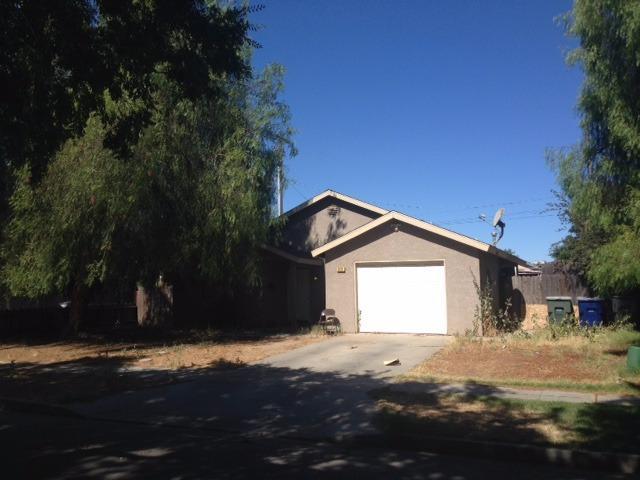 2711 N Hulbert Ave, Fresno, CA 93705