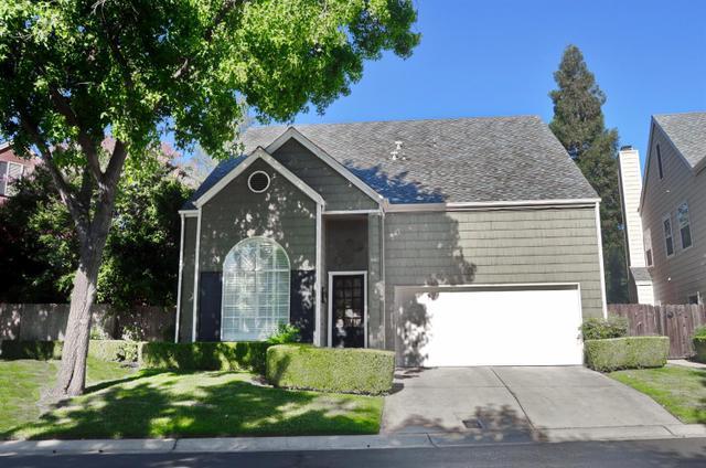 1047 E Monticello Cir, Fresno, CA 93720