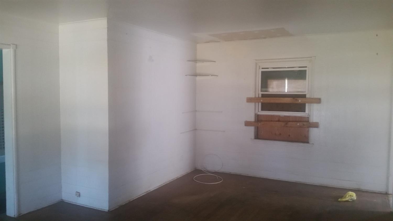 929 E Andrews Avenue, Fresno, CA 93704