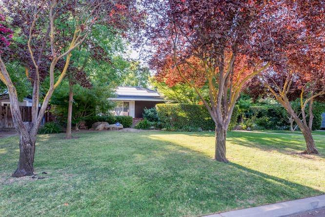 5554 N Winchester Ave, Fresno, CA 93704