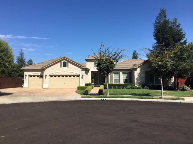 787 W Omaha Ave, Clovis, CA 93619