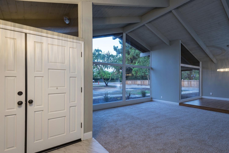 5382 E Nees Avenue, Clovis, CA 93611