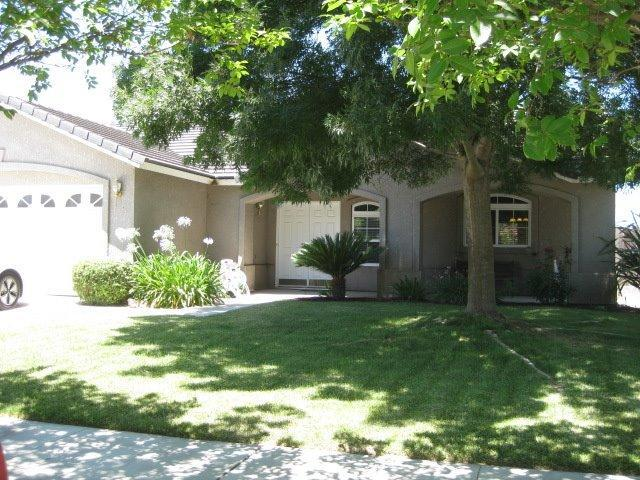 15668 W Middleton Ave, Kerman, CA 93630