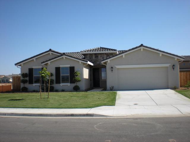 966 E Skylar Ave, Fowler, CA 93625