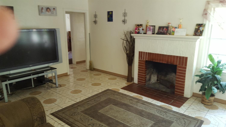 3434 E Home Avenue, Fresno, CA 93703