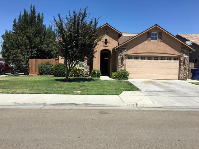 2707 Apple Dr, Madera, CA 93637