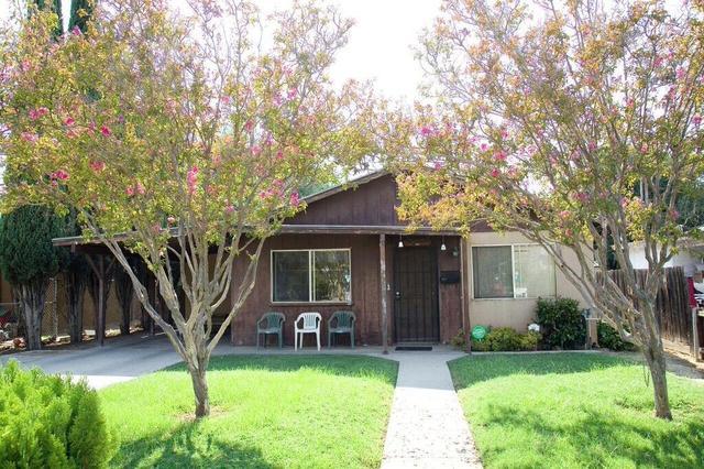 841 8th St, Orange Cove, CA 93646