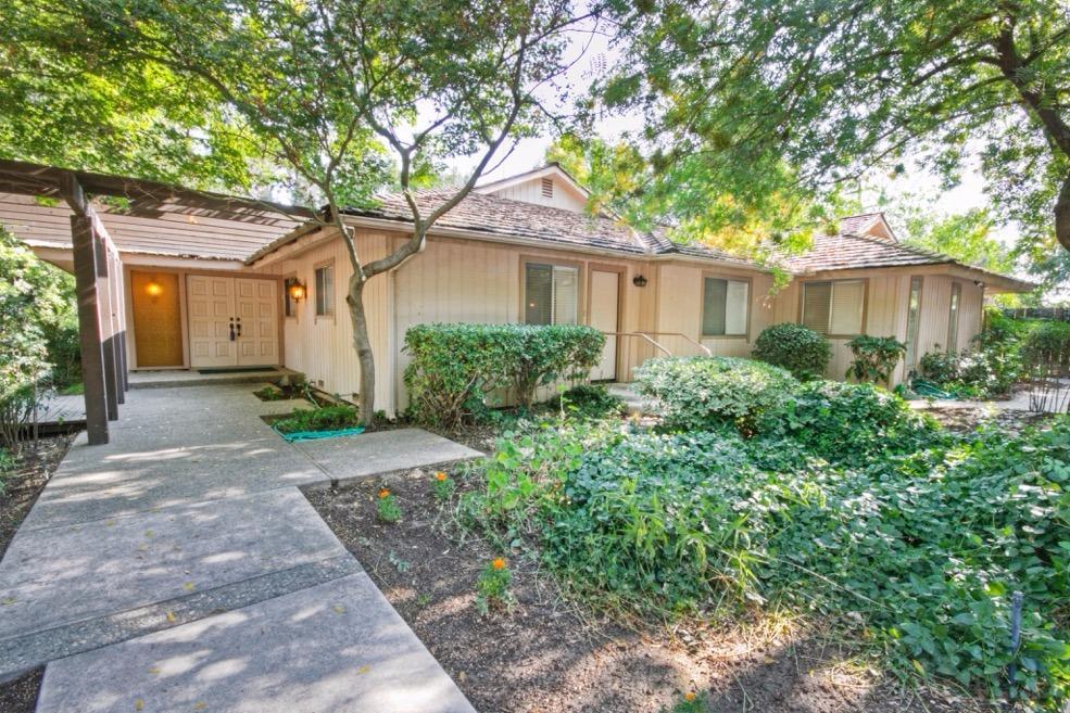 1560 W San Jose Ave, Fresno, CA 93711