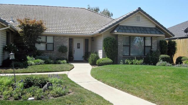 2360 Sophia Ln, Kingsburg, CA 93631