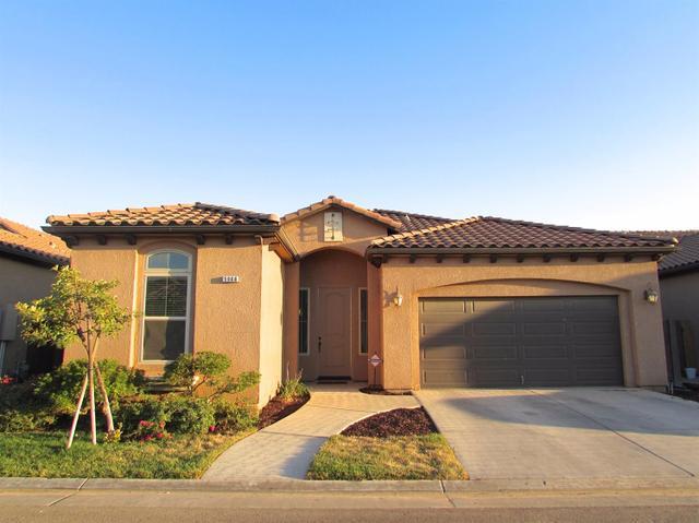 5968 E Via Casella Dr, Fresno, CA 93727
