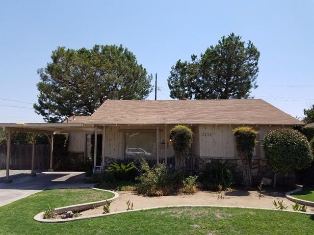 4434 E Curran Dr, Fresno, CA 93703