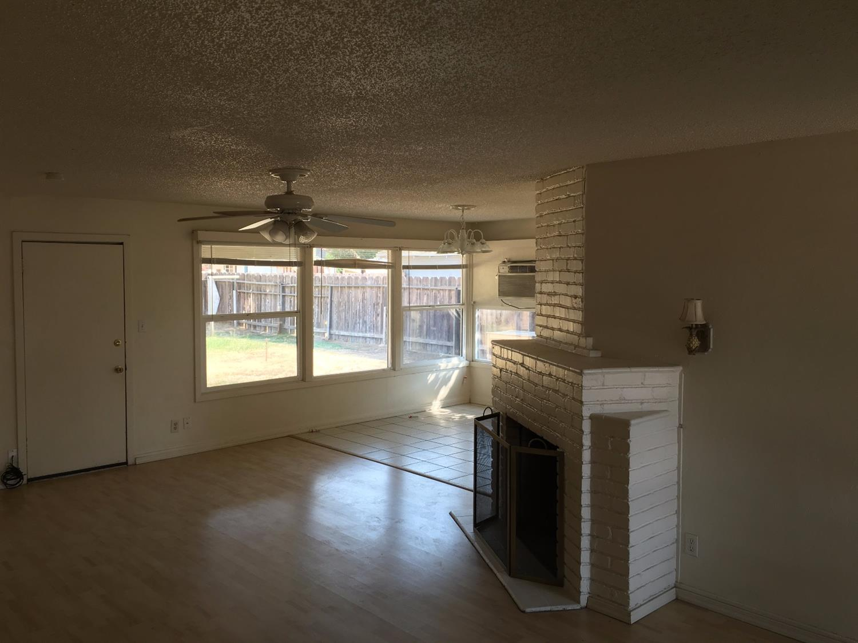 744 W Clinton Avenue, Fresno, CA 93705