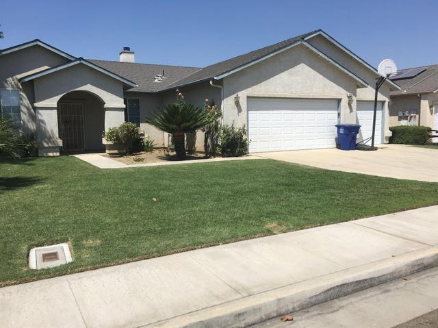 683 W Meadow Ln, Kingsburg, CA 93631
