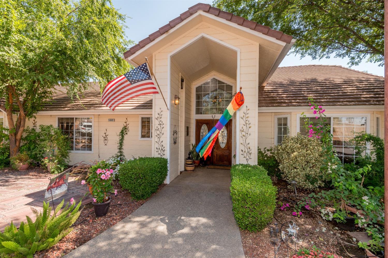 5669 E Appaloosa Avenue, Clovis, CA 93619