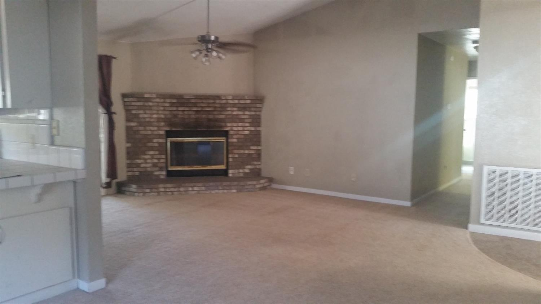 2995 Sylmar Avenue, Clovis, CA 93612
