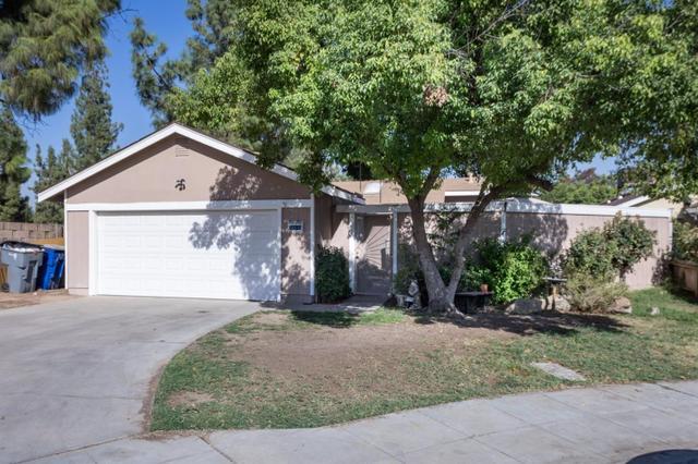 2782 N Dewey Ave, Fresno, CA 93722