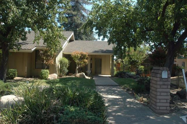 81 Phillip Ave, Clovis, CA 93612