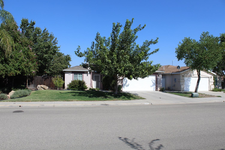 2175 Applegate Avenue, Clovis, CA 93611
