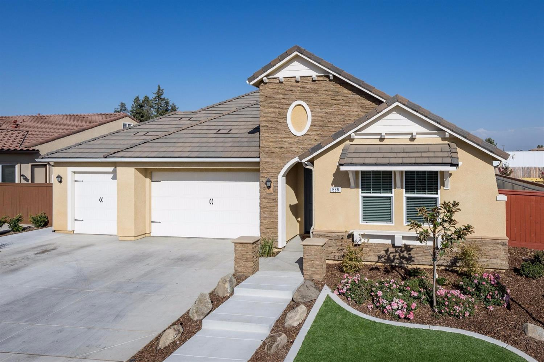 689 Blackwood Ave, Clovis, CA 93619
