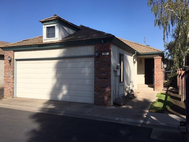 595 Quill Ln, Clovis, CA 93612