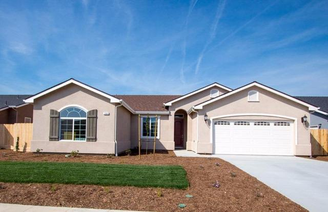 144 W Lilac Ave, Reedley, CA 93654