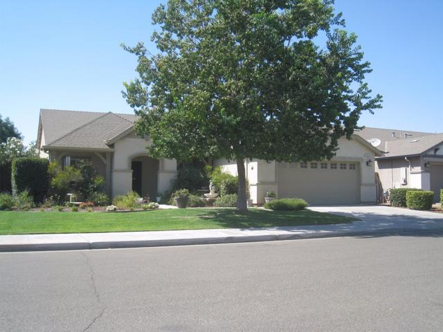 2123 N Forestiere Ave, Fresno, CA 93722