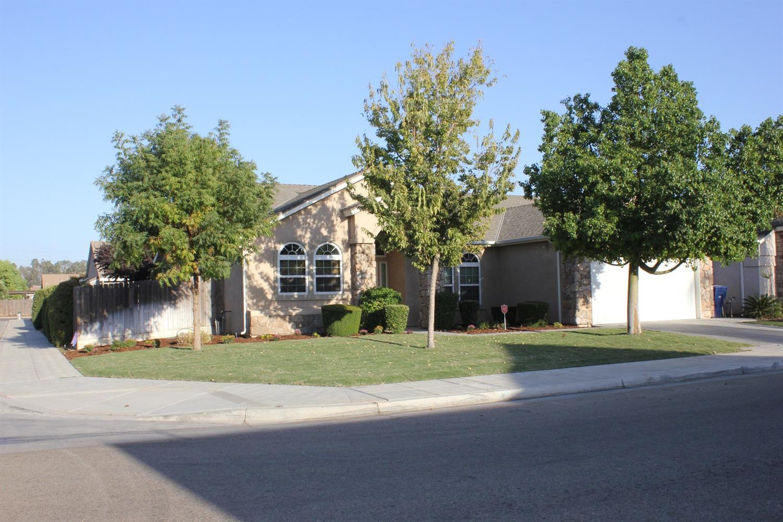 146 S Apricot Avenue, Fresno, CA 93727