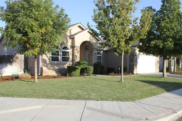 146 S Apricot Ave, Fresno, CA 93727