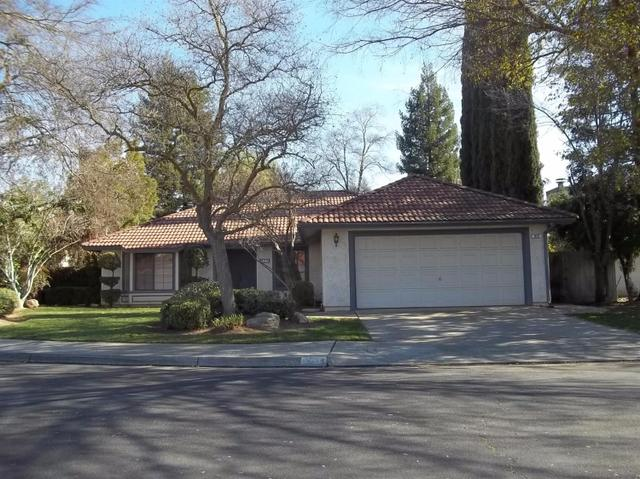 925 Filbert Ave, Clovis, CA 93611